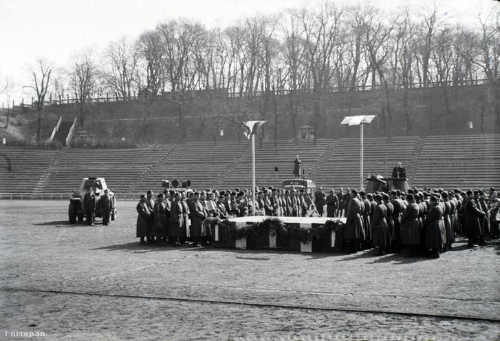 A 2. magyar hadsereg hadműveleti területről való kivonásának alkalmából rendezett ünnepség és tábori mise 1943-ban.