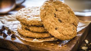 Gyors, meggyes reggeli kekszek – akár útközben is jólesik