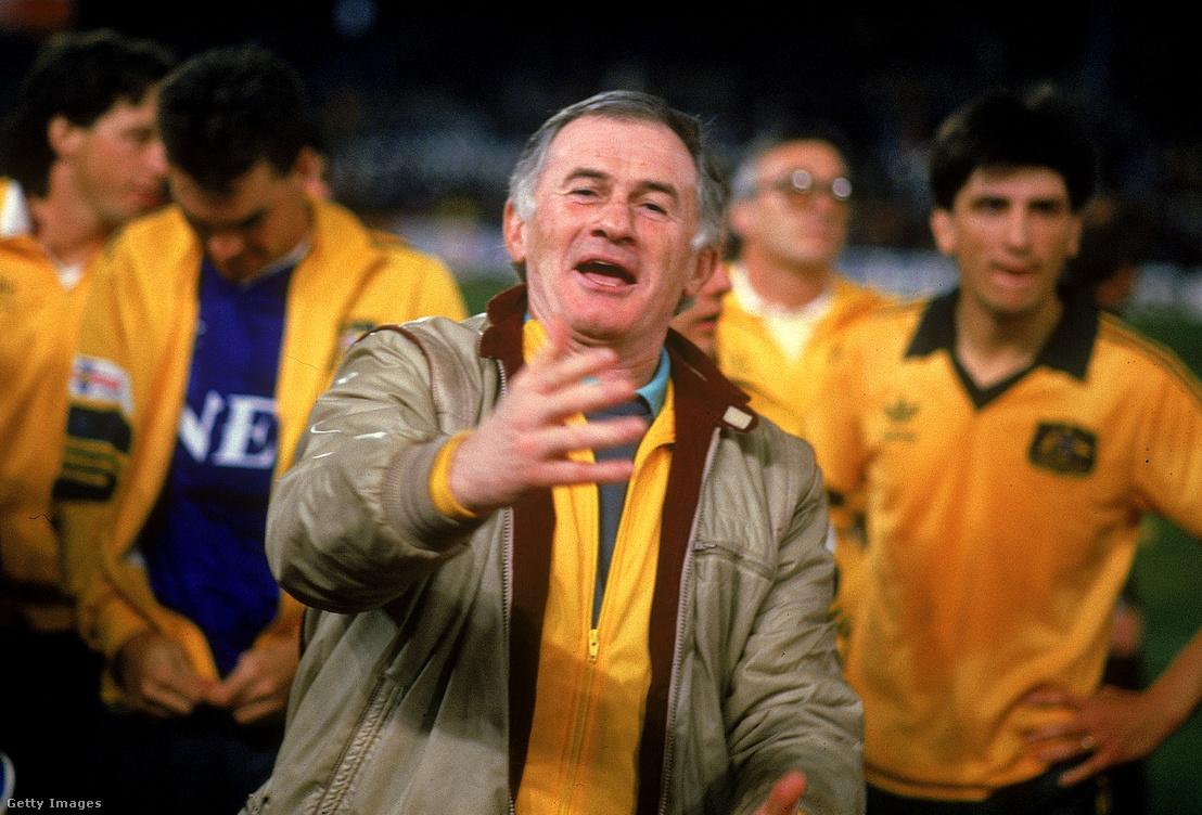 Árok Ferenc ünnepli az ausztráliai Socceroos győzelmét a játékosokkal Melbourne-ben 1988-ban