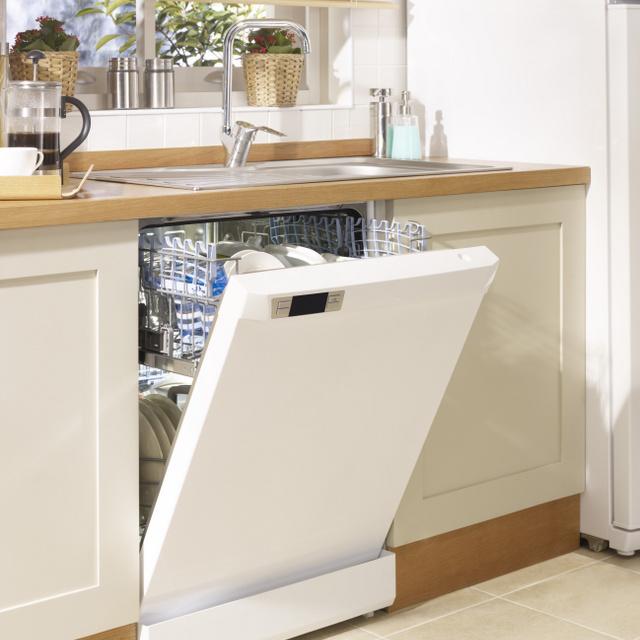 8 meglepő dolog, ami mosogatógépben is tisztítható: a háziállatok táljait és a kulcsokat is beteheted