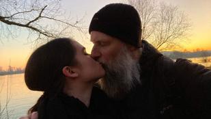 Ebbe a 45 éves férfiba a YouTube-on keresztül szeretett bele egy 18 éves lány