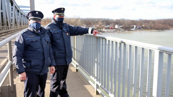 Dunába akart ugrani egy nő Baján, de a rendőrök közbeléptek