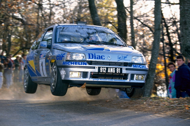 Rally du Var (France) - Alain Oreille and Jean-Marc Andrie drive a Renault Clio 16S.