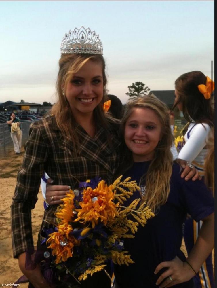 Chloe-t a gimnáziumában végzősként megválasztották királynőnek
