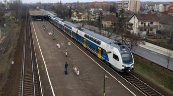 Lerobbant a a Nyugati pályaudvarra tartó G70-es jelzésű gyorsított személyvonat mozdonya