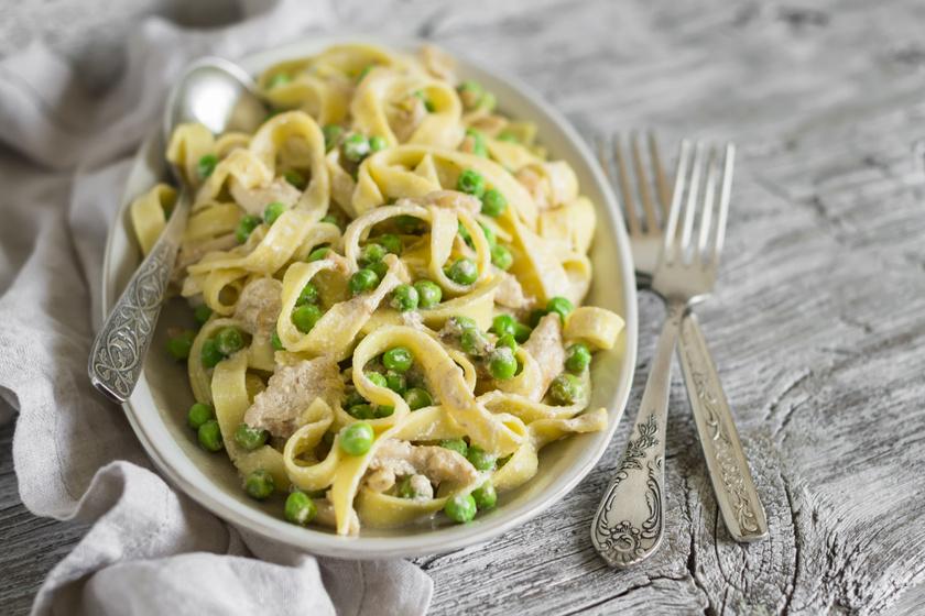 Borsós, csirkés tészta tejszínes szósszal: gyors ebéd vagy vacsora is lehet