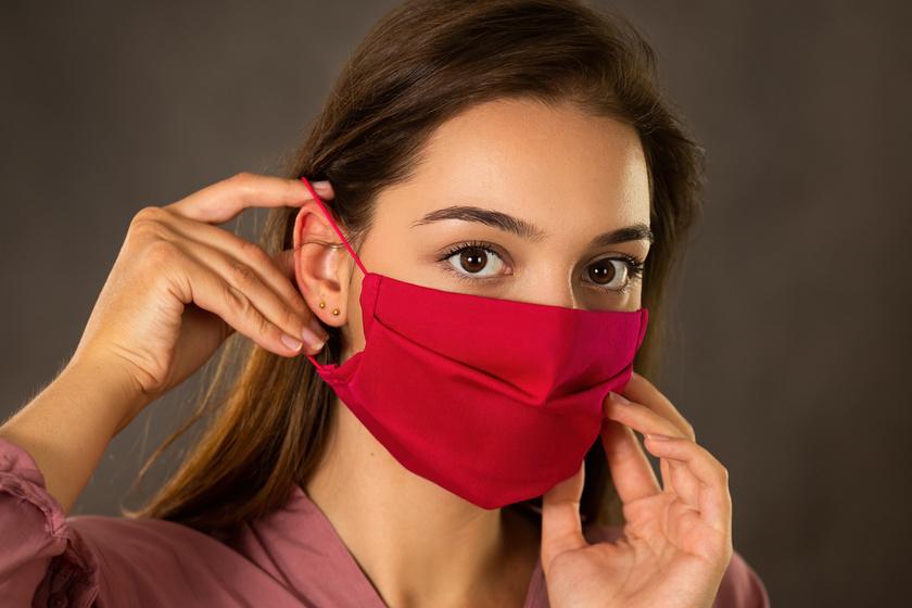 Így előzd meg, hogy a maszk kidörzsölje, nyomja és irritálja a füledet: 4 igazán hasznos trükk