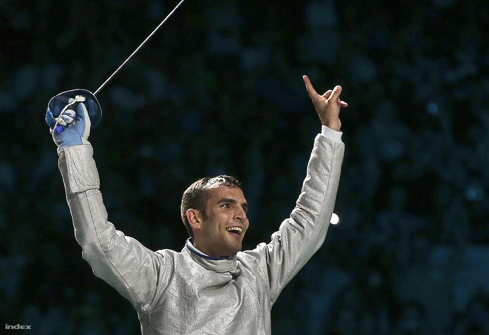 Július 29-én a mindössze 22 éves kardozó, Szilágyi Áron nyerte a magyarok első olimpiai aranyát, ellenfele a döntőben az olasz Occhiuzzi volt.