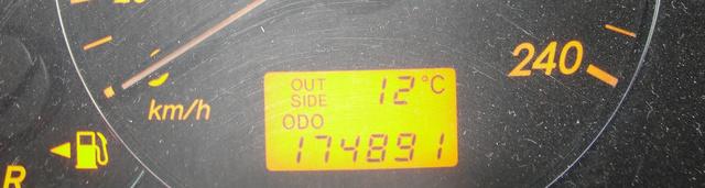 Ennyit mutatott a számláló, a visszatekerés előtt, a régi tulajdonosnál. 174891 kilométer.
