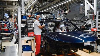 Csaknem 9700-zal kevesebb jármű gördült le tavaly az Audi győri gyártósoráról
