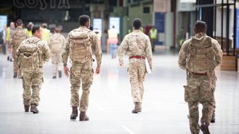 A londoni kórházakban már katonákat vetnek be