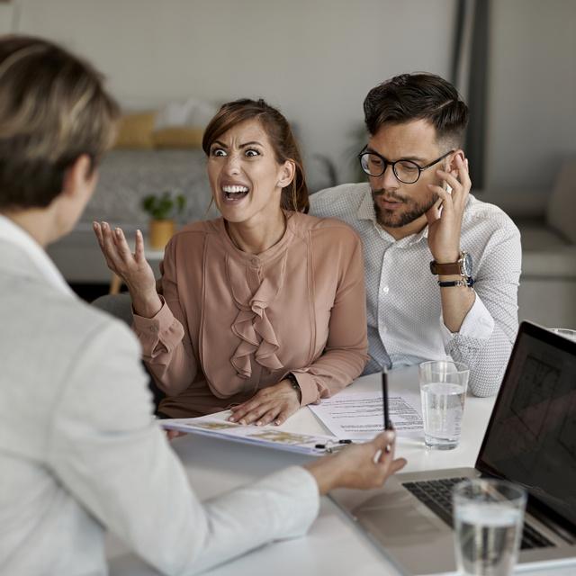 Mit tehet a vevő, ha már fizetett, de gond van a vásárolt ingatlannal? Az ügyvédet kérdeztük a gyakori problémákról