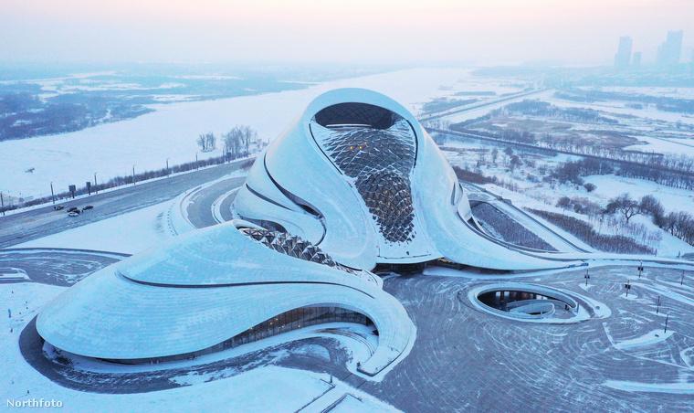 A másik oldaláról is megmutatjuk ezt a csodaépítményt, ami Harbinban, Észak-Kína kulturális központjában található