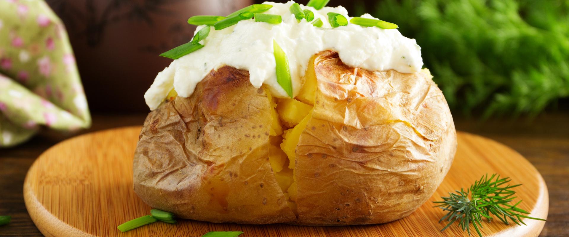 sütőben sült krumpli tejföllel cover