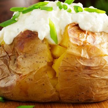 Így lesz igazán krémes a héjában sült krumpli – Martha Stewart receptjét mutatjuk