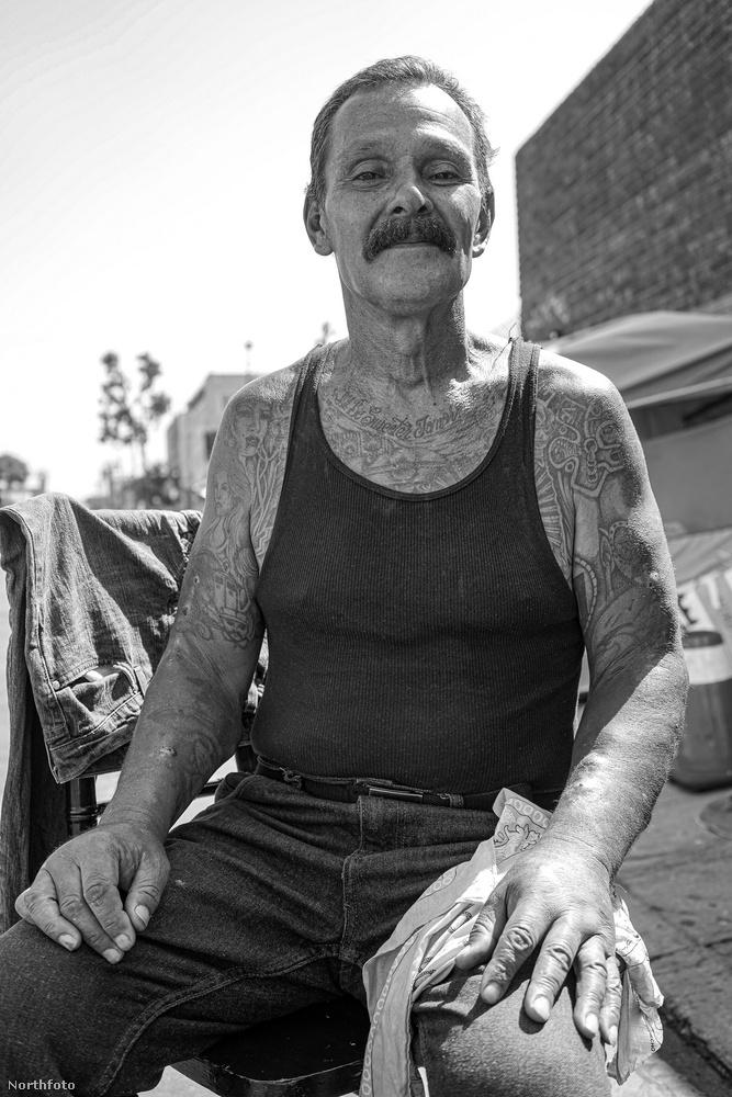 Ő például a Skid Row egyik lakosa és szemlátomást örömmel pózolt egy portréhoz.