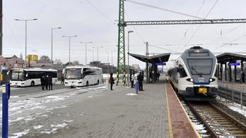 Új buszpályaudvart adtak át Dorogon