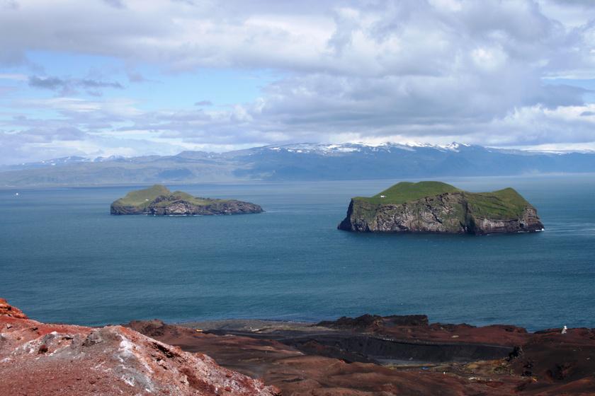 Elliðaey (balra) és Bjarnarey (jobbra).
