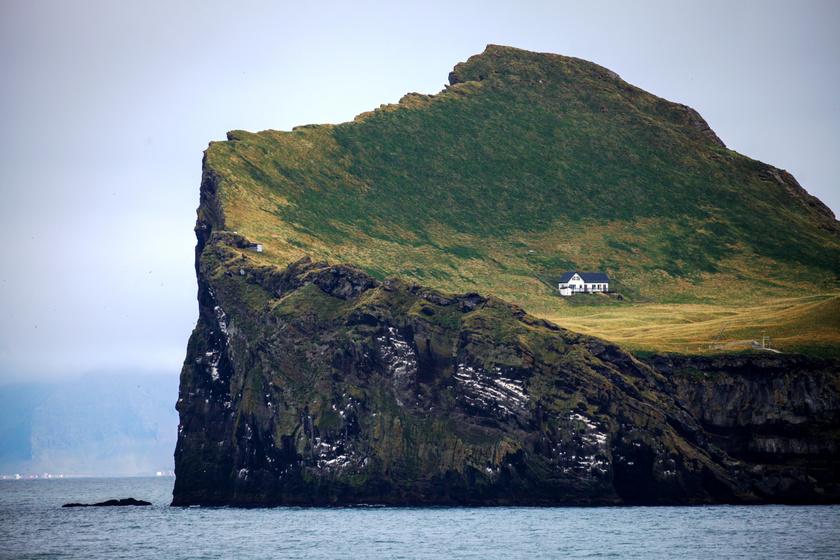 Házikó a világ végén: mire használják az izlandi szigetcsoport különös nevezetességét?