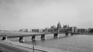 Hetvenöt éve adták át a Kossuth hidat
