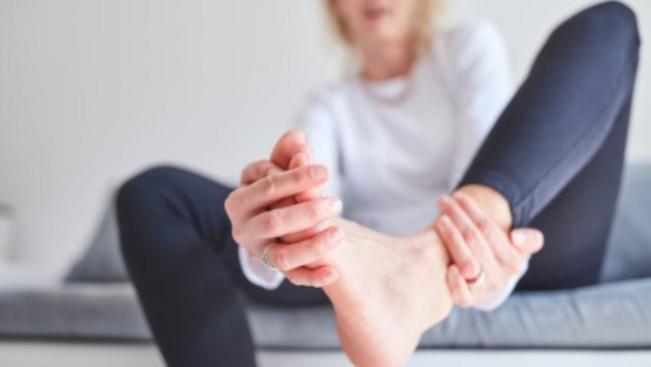 Ferdén állnak a lábujjaid? Itt a módszer, ami kiegyenesíti őket