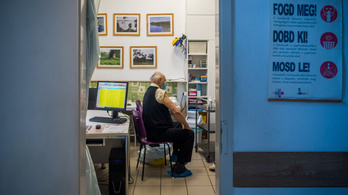 A nyugdíjasszervezetek csak az európai engedéllyel rendelkező oltásból kérnek