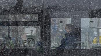 Éjjel nemcsak fagy, havazik is