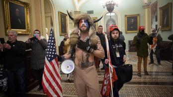 Trumptól vár kegyelmet a QAnon-sámán