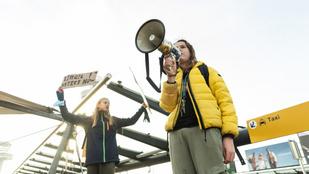 Több ezren tüntettek Amszterdamban a járványügyi korlátozások ellen