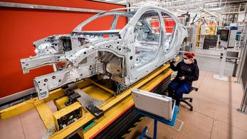 Chiphiány miatt leáll a kecskeméti Mercedes-gyár