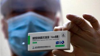 Az ellenzék nekiment a kínai vakcina miatt a kormánynak