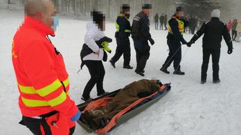 Bravúrosan mentették ki a szánkóbalesetet szenvedett férfit Bánkúton