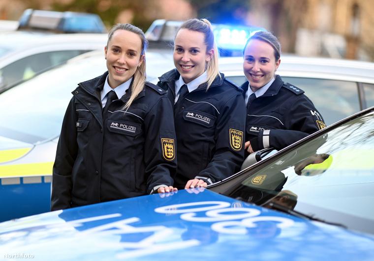 Vanessa, Lara és Samira Böß nem csak az egyenruha miatt tűnik annyira hasonlónak