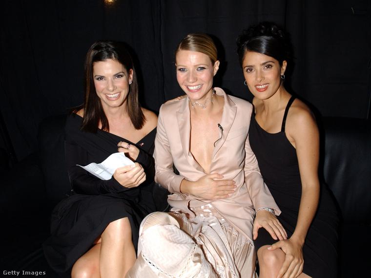 Na de jöjjön egy igazi buli, itt a VH1 zenecsatorna és a Vogue divatdíjátadója hozta össze egy képre Sandra Bullockot, Gwyneth Paltrow-t és Salma Hayeket.
