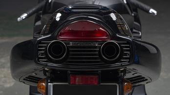 A 322 Honda NR750-ből mindössze egyetlen darab fekete