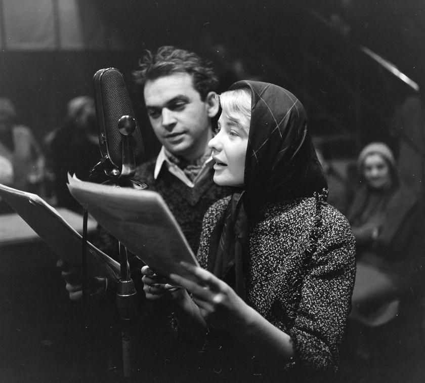 Bodrogi Gyula és Törőcsik Mari 1961-ben, a Magyar Rádióban Gárdonyi Géza Az egri csillagok című művéből készült rádiójáték felvételén.