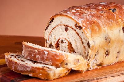 Puha, fahéjas-mazsolás csavart kalács – Laktató finomság ráérős reggelekre
