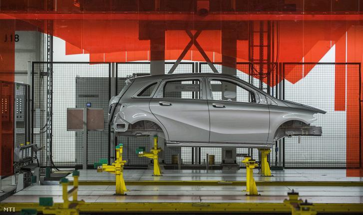 Gyártósor a Mercedes-Benz kecskeméti gyárában