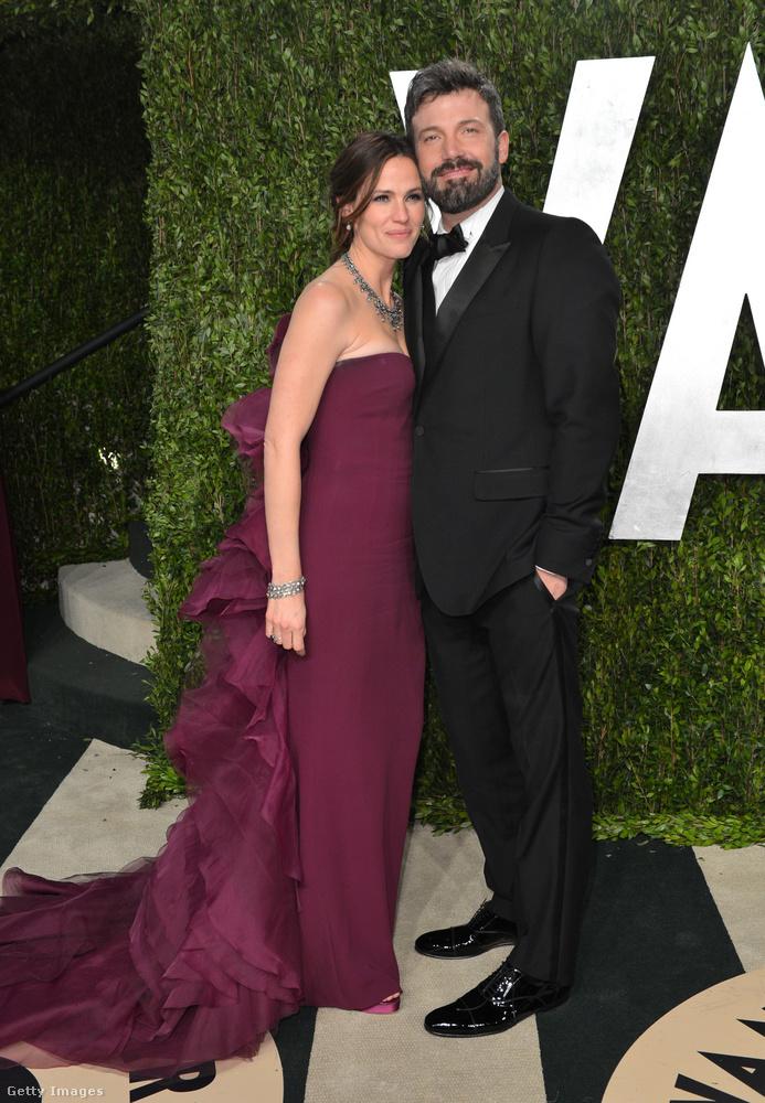 Lapozgatónk következő szereplője Jennifer Garner, aki két gyermekkel ajándékozta meg a színészt, ők a 2005-ben született Violet és a 2009-ben világra jött Samuel