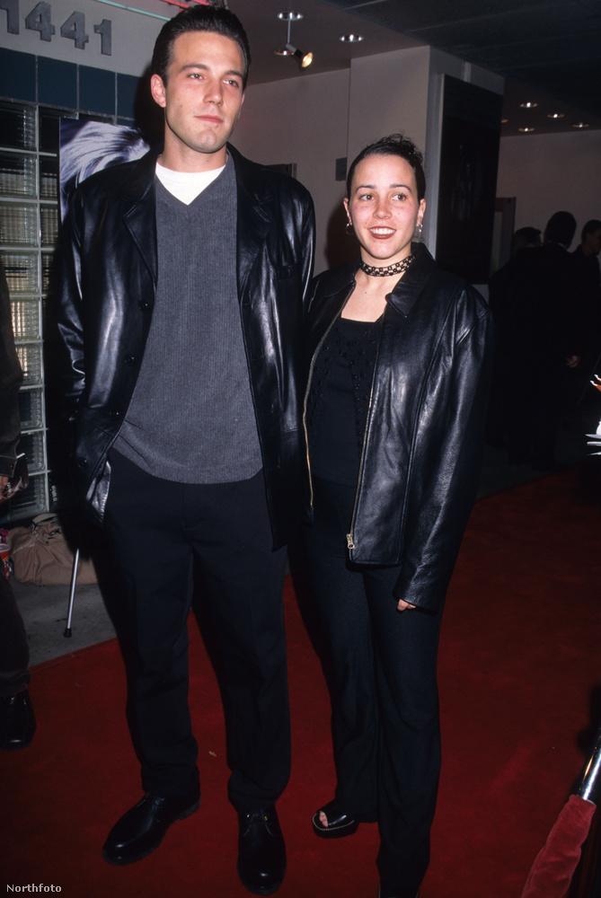 Affleck első ismert szerelme a gimis barátnője, Cheyenne Rothman volt, akivel 7 év járás után 1997-ben, 25 éves korában szakított.