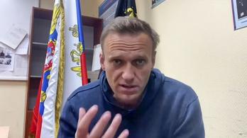 Sztálin hóhérának képe alatt hallgatták meg Navalnijt