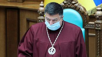 Vádat emeltek az ukrán alkotmánybíróság elnöke ellen