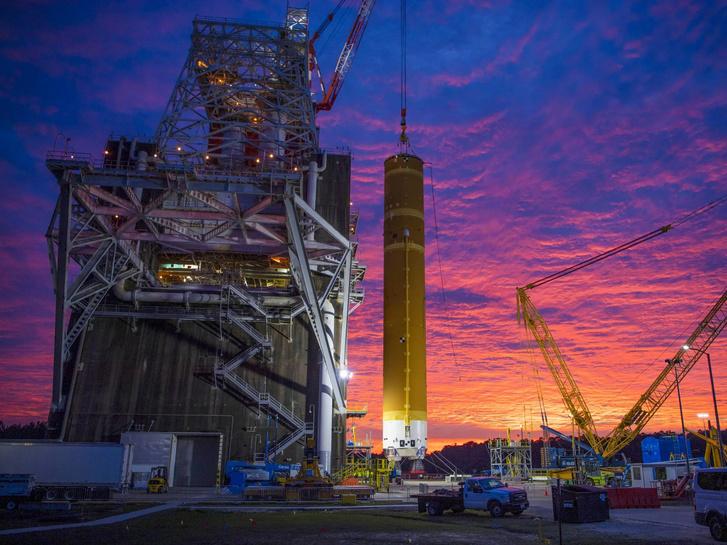 A főfokozat beállítása a teszt előtt a Stennis űrközpontban