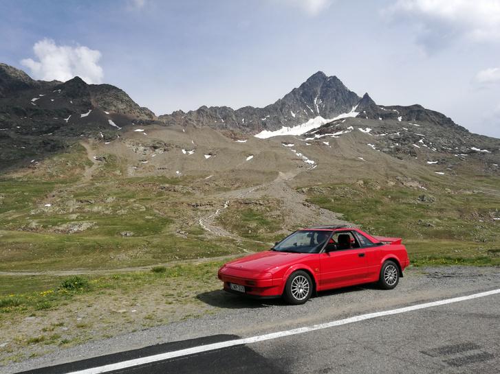 AW11 és az Alpok - tökéletes páros