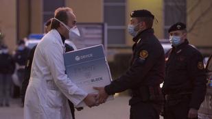 Olaszország: késő vakcina-szállítmányok, megbicsaklott vakcinázás