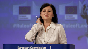Pénzmegvonással fenyegeti a magyar kormányt az Európai Bizottság alelnöke