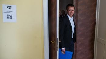 Több ügyvédet is kizártak Czeglédy Csaba peréből
