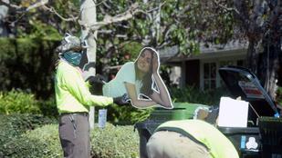 Ben Affleck Ana de Armasról készült életnagyságú posztere a kukában landolt