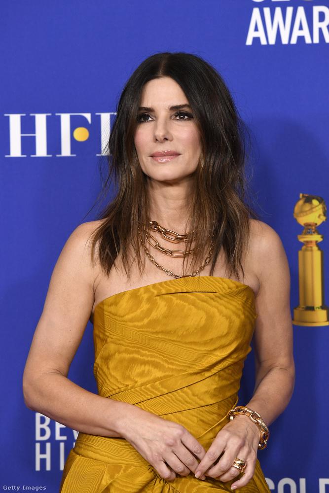 Hármuk közül Sandra Bullockról írunk legritkábban, ezért mutatjuk meg őt, a tavalyi Golden Globe-ról