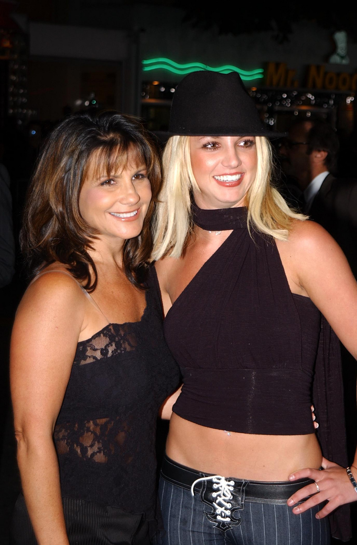 Ez a fotó Lynne-ről és Britney-ről 2002-ben készült.